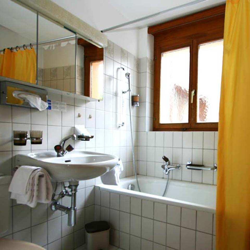 schweizerhaus maloja: pöstli rooms, Badezimmer ideen